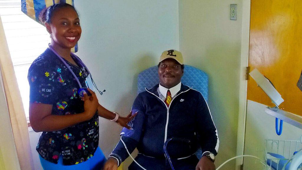 south-heritage-09-skilled-nursing-02-nurse-with-patient